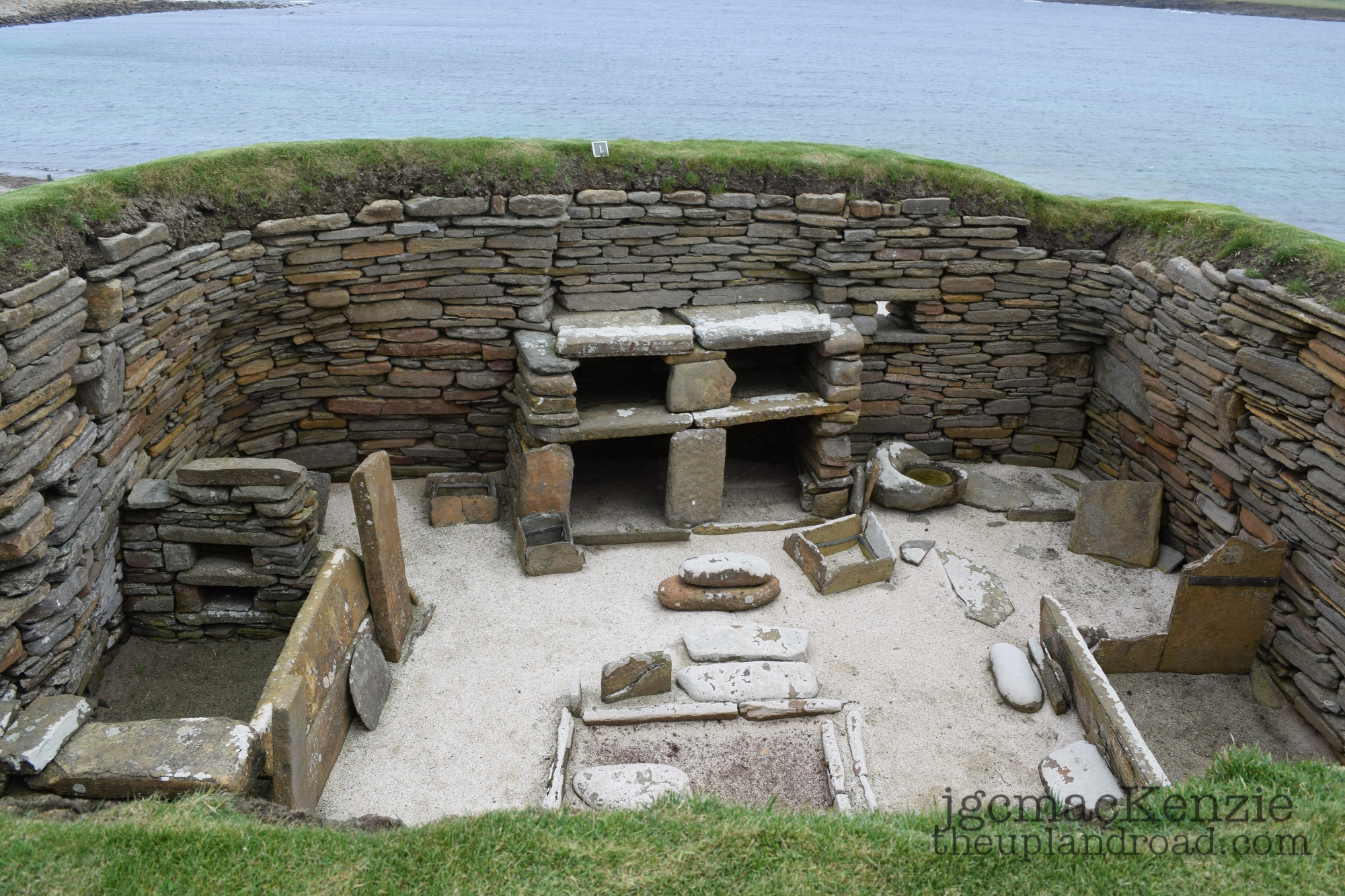 Neolithic Orkney Alcoves And Suggestive Viking Graffiti